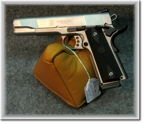 Smith-&-Wesson-1911-Inox